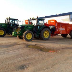 Aujourdhui mise en route des 2 nouveaux epandeur - Travaux agricoles